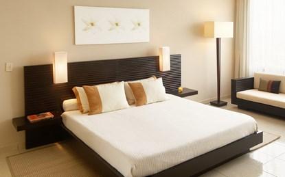 Màu sắc chăn gối và đệm trải giường cũng là một yếu tố quan trọng mang lại giấc ngủ ngon