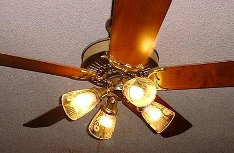 Chọn mua quạt trần làm mát hoặc quạt trần có đèn đang là sự lựa chọn của nhiều gia đình