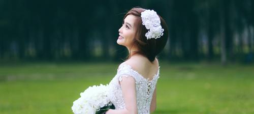Chọn váy cưới cho cô dâu nhỏ xinh che khuyết điểm, tôn thêm vẻ gợi cảm
