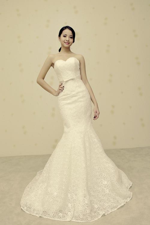 Chọn váy cưới cho cô dâu nhỏ xinh tự tin hơn trong ngày trọng đại