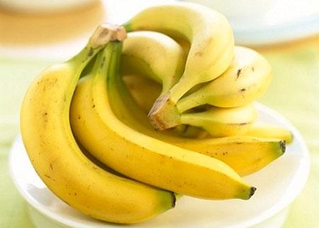 Chuối cũng là loại trái cây bà bầu nên ăn để giảm triệu chứng buồn nôn