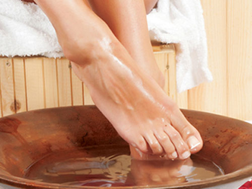 Đặc biệt, chữa yếu sinh lý bằng bài thuốc ngâm chân cổ truyền chỉ tốn khoảng 10 phút mỗi ngày