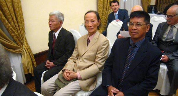 Các nhà khoa học hạt nhân Việt Nam trong buổi trao huy chương