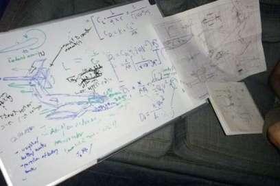 Cận cảnh bản thiết kế được thực hiện trong lúc say của Mark