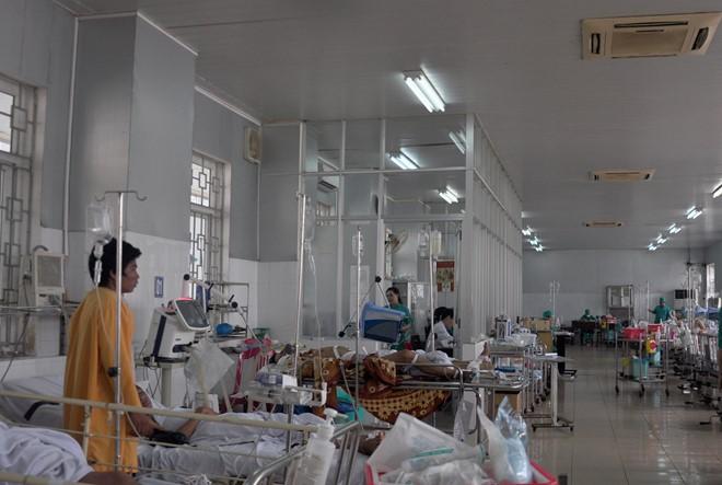 Trước đó ở Bệnh viện đa khoa Quảng Ngãi cũng xảy ra vụ cha ôm con nhảy lầu tự sát khiến 2 người tử vong