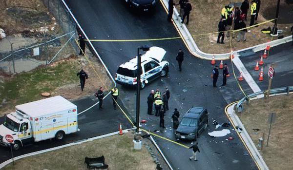 Chiếc ô tô đã bị chặn lại khi gần đến cổng Cơ quan an ninh Quốc gia Mỹ