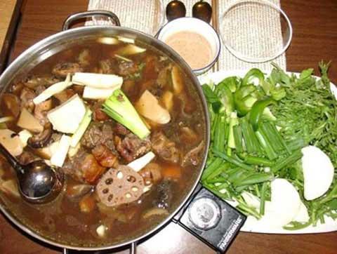 Con gián được phát hiện trong thức ăn ở một nhà hàng tại Bắc Kinh
