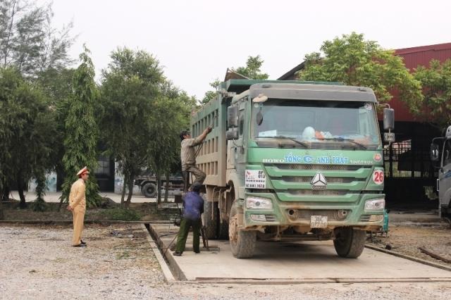 Chủ tịch UNBD TP Đà Nẵng Huỳnh Đức Thơ đề nghị 'lột lon' CSGT nhận hối lộ bảo kê cho xe quá tải