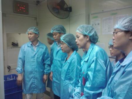 Công ty và Giám đốc VNPI cùng nhóm tư vấn tại xưởng sản xuất