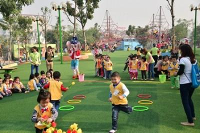 Công viên Nghĩa Đô có rất nhiều trò chơi phù hợp với các bé