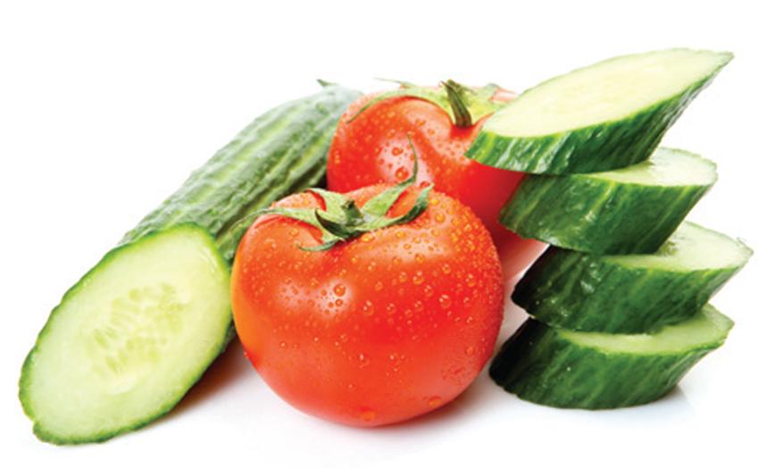 Công thức trộn nước ép dưa chuột và nước ép cà chua giúp làm trắng da đơn giản