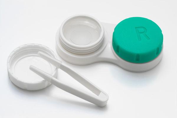 Cần lưu ý việc vệ sinh kính thường xuyên