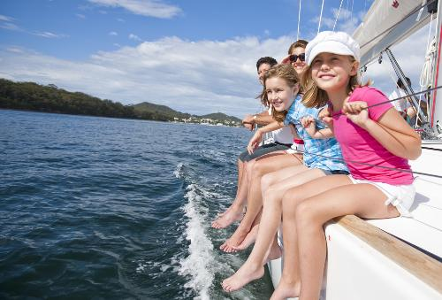 Chăm sóc gia đình khi đi biển với thuốc chống say tàu xe