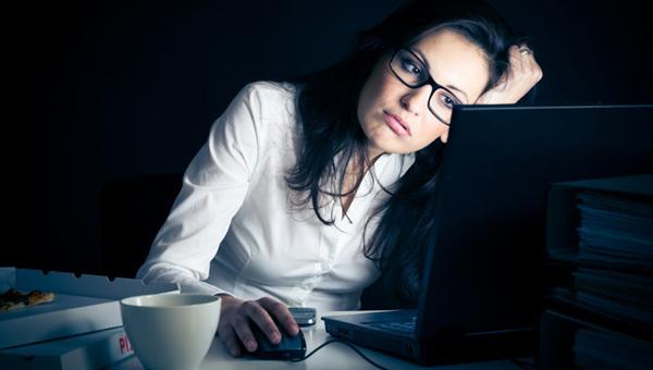 Thức khuya thường xuyên cũng là nguyên nhân gây ung thư vú