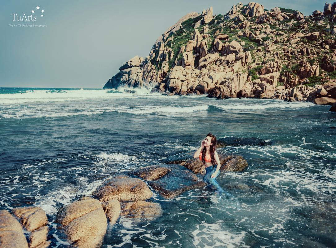 Bộ ảnh cưới 'chuyện tình nàng tiên cá' bên bờ biển Nha Trang