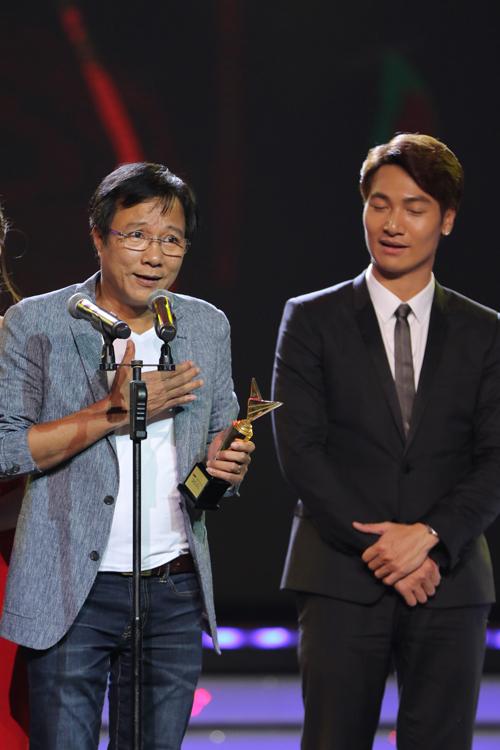 Hồ Văn Cường vượt qua Sơn Tùng M-TP giành giải ca sĩ của năm