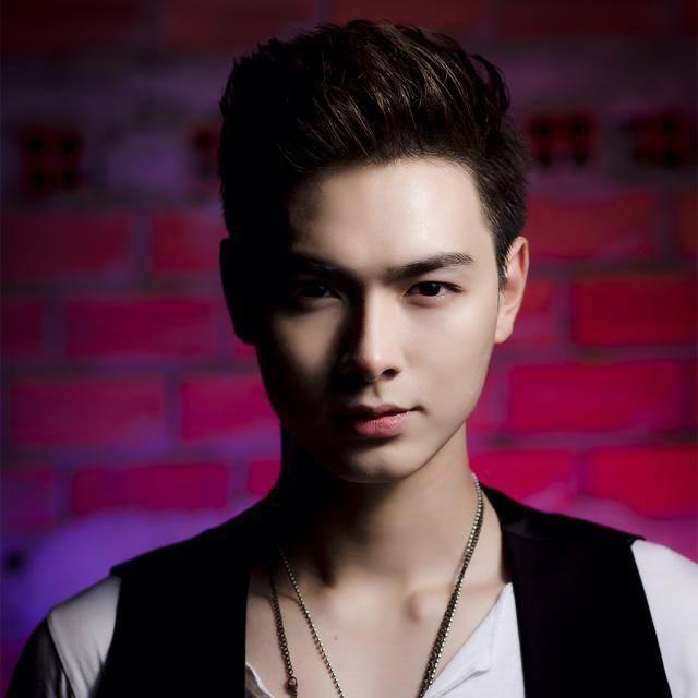 chân dung bạn trai 'soái ca' của Chúng Huyền Thanh