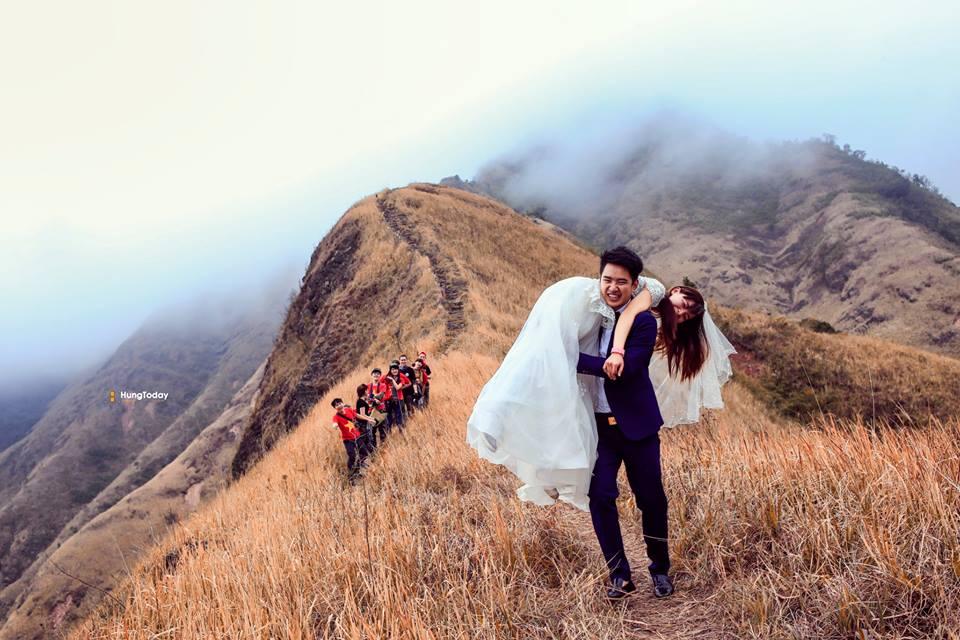 'Phiêu' cùng bộ ảnh cưới độc đáo của cặp đôi mê phượt