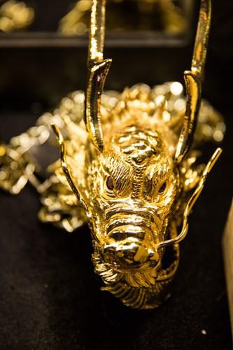 'Choáng' với tủ đồ kim cương của Đàm Vĩnh Hưng cho đêm nhạc kỉ niệm