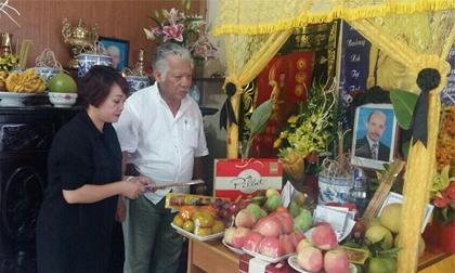 Nghệ sĩ Việt tề tựu thắp nén nhang 49 ngày cho nghệ sĩ Hán Văn Tình