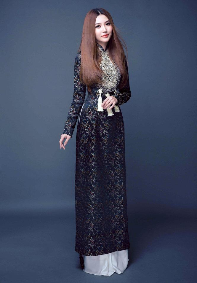 Ngọc Duyên kiêu sa trong trang phục áo dài tại Miss Global Beauty Queen