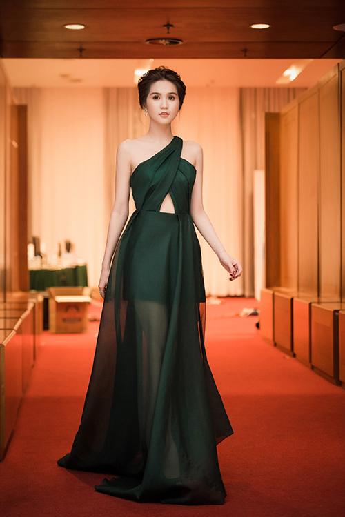 Sao Việt: Phạm Hương, Ngọc Trinh mặc đẹp nhất tuần qua