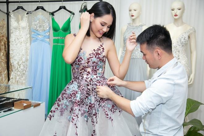 Nhan sắc đẹp mặn mà của Hoa hậu Hương Giang khi đã làm mẹ
