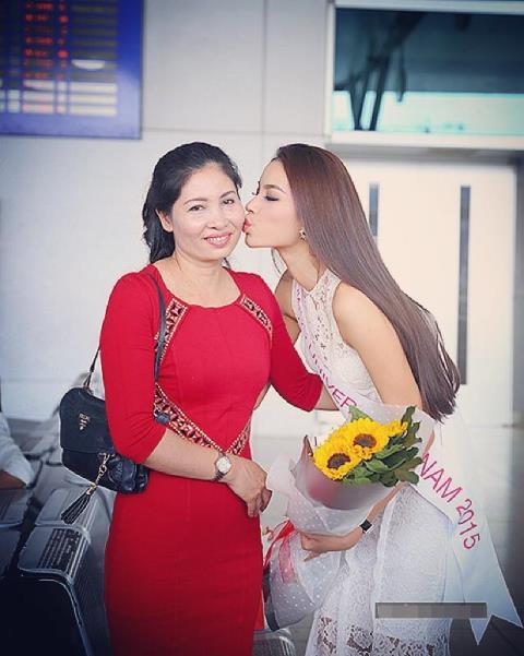 Ngỡ ngàng trước nhan sắc trẻ đẹp của mẹ Hoa hậu, Á hậu Việt Nam