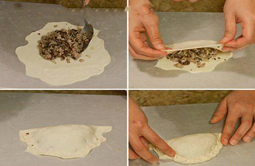 Thực hiện gói bánh tạo thành hình bán nguyệt (Ảnh: Internet)