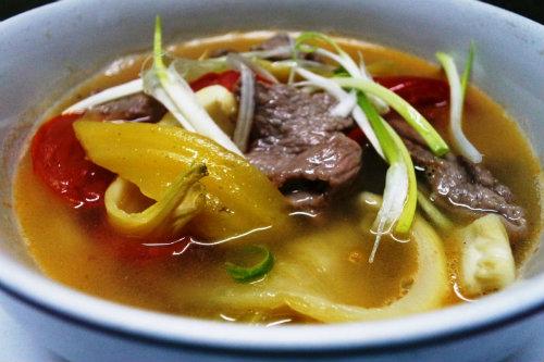 Món canh thịt bò nấu dưa chua đầy đủ chất dinh dưỡng mà lại dễ làm (Ảnh: Internet)