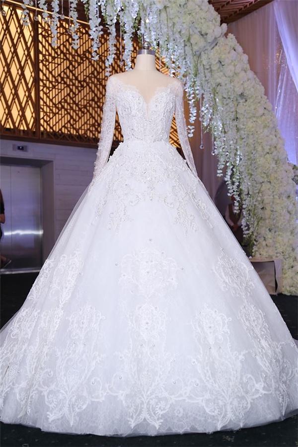 Cận cảnh hai chiếc váy cưới đẹp như công chúa Trấn Thành đặt thiết kế riêng cho Hari Won