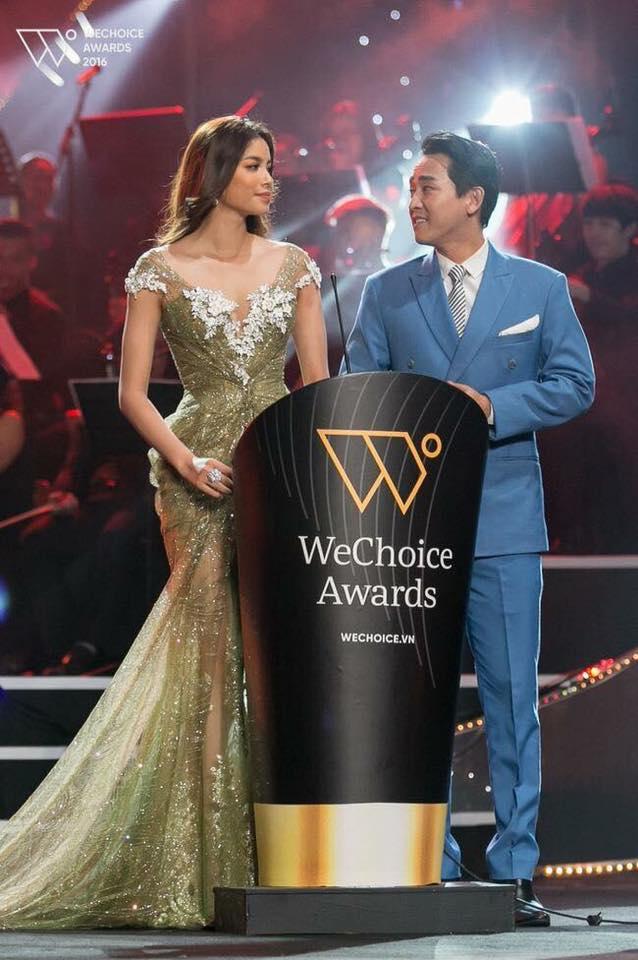 Phạm Hương đẹp tựa nữ thần trên thảm đỏ Gala WeChoice Awards 2016