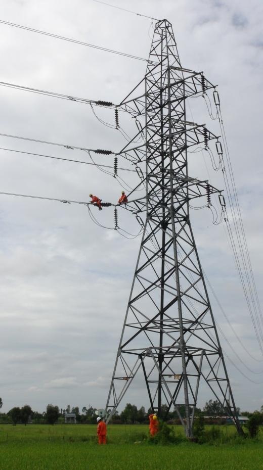 Năm 2016, ngành điện miền Nam đã tiếp tục có những đầu tư lớn để đảm bảo điện cho phát triển kinh tế xã hội - Ảnh Đình Hoàng