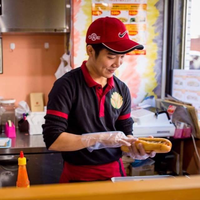 Vượt qua những khó khăn, Bánh mì Xin chào đã nhận được sự quan tâm của giới truyền thông Nhật Bản