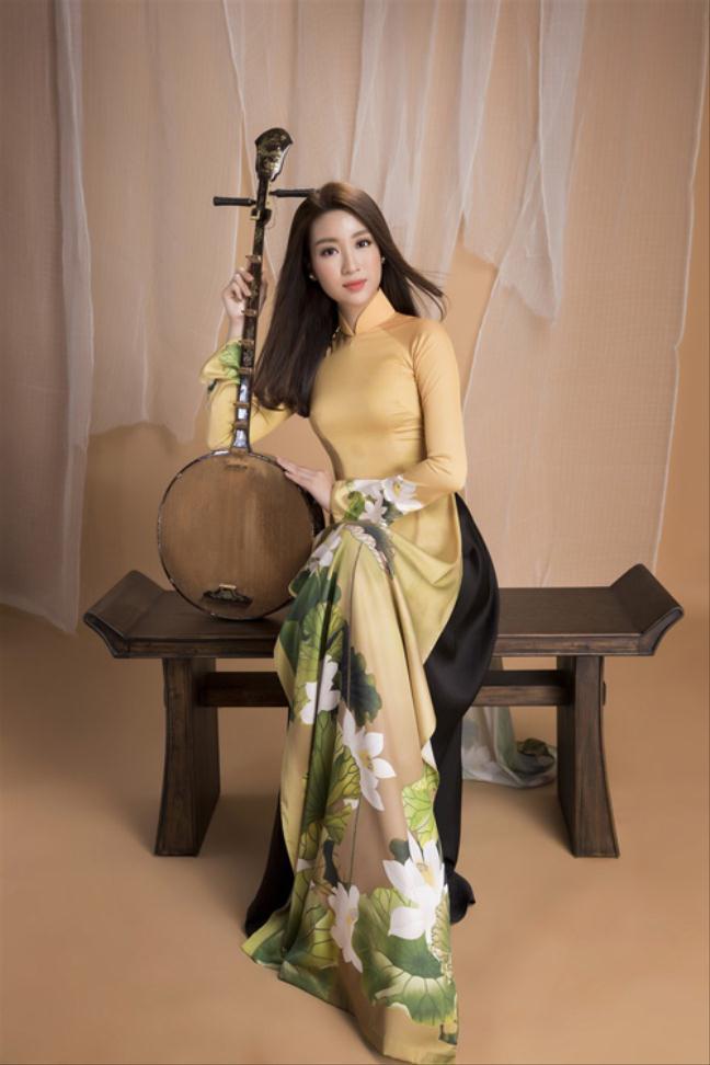Hoa hậu Đỗ Mỹ Linh và giọng ca nhí Bảo Ngọc quảng bá đờn ca tài tử
