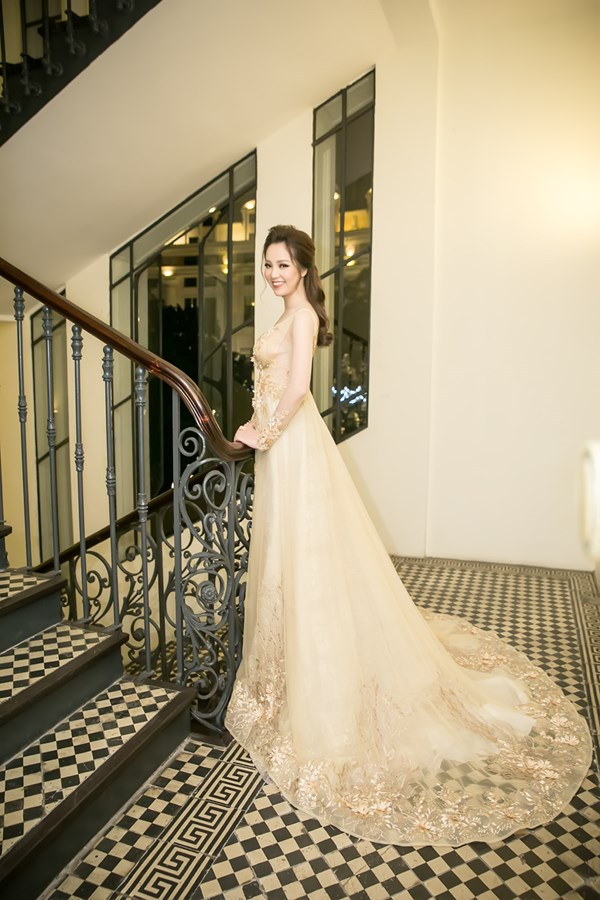 Phạm Hương, Lệ Hằng, Ngọc Trinh lọt top sao Việt mặc đẹp nhất tháng 3
