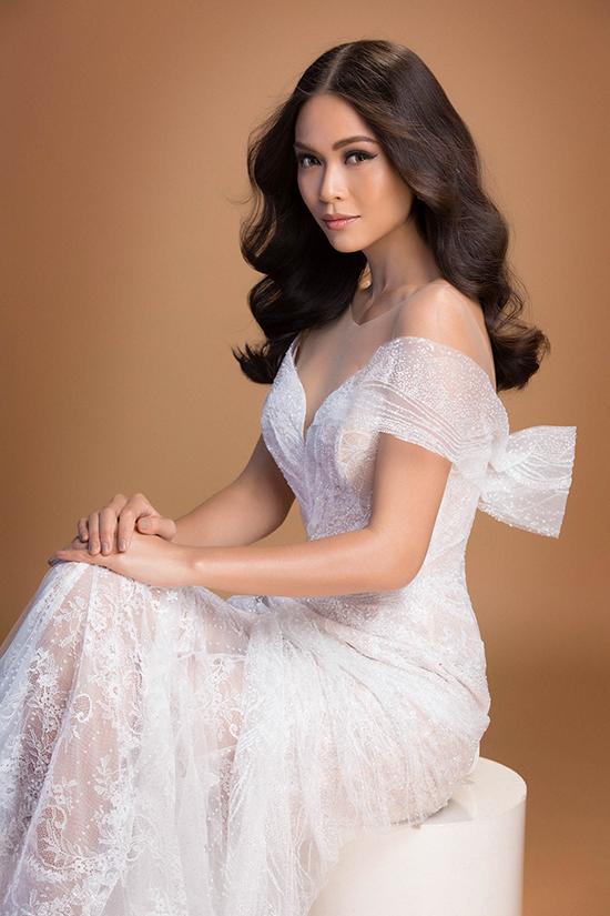 Mâu Thủy gợi cảm trong đầm xuyên thấu, tiến gần đến Hoa hậu Hoàn vũ Việt Nam 2017