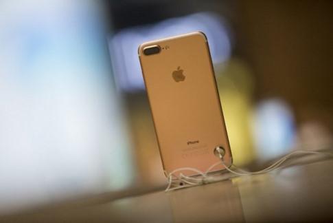 Giá bán bộ đôi iPhone 7 xách tay tại Việt Nam được nhiều hệ thống bán lẻ thay đổi liên tục hàng ngày. Ảnh: Internet