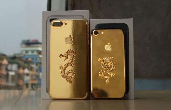 iPhone 7 mạ vàng nhận được nhiều sự quan tâm của người tiệu dùng trong nước. Ảnh: Zing.vn