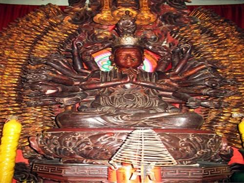 Tượng Phật Bà nghìn mắt nghìn tay bị kẻ gian bẻ mất tay chân