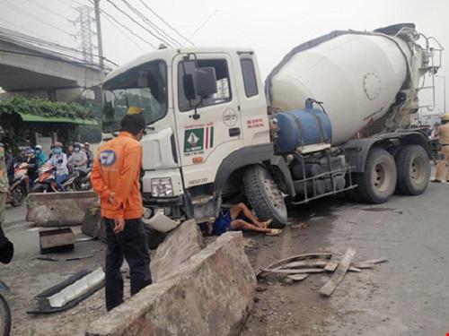 tai nạn giao thông nghiêm trọng ngày 18/10: Người phụ nữ gãy chân gào thét giữa đường