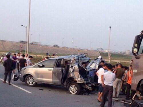 tai nạn giao thông nghiêm trọng nhất ngày 20/11: Hai xe máy nát bét, 5 thanh niên chết thảm