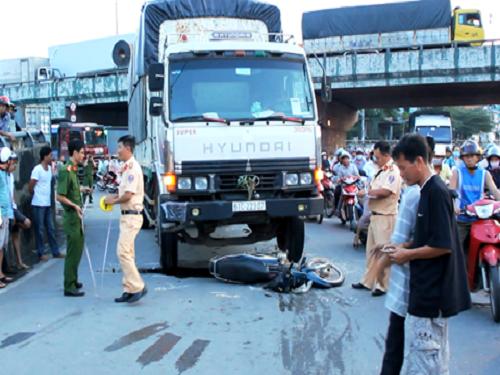 tai nạn giao thông nghiêm trọng nhất ngày 23/11: Một người chết tại chỗ, thi thể biến dạng