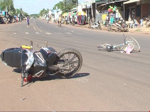 Tai nạn giao thông ngày 24/11: Tai nạn liên hoàn, người đàn ông bị xe tải cán chết tại chỗ