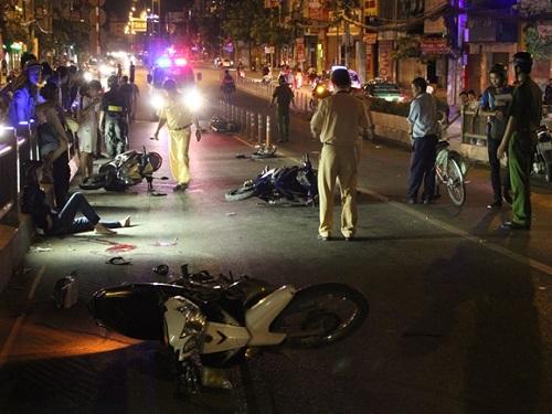 tai nạn giao thông nghiêm trọng nhất ngày 27/11: Xe máy vỡ nát, đôi nam nữ thương vong
