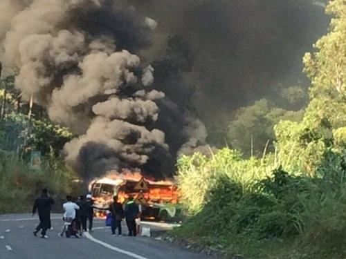 tai nạn giao thông ngày 28/11: Xe tải đứt phanh, cán nát 3 xe máy, 5 người thương vong