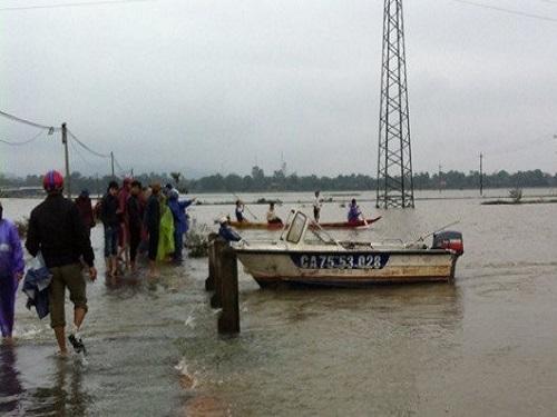 Lũ lụt miền Trung: Đã tìm thấy thi thể nam sinh lớp 7 bị lũ cuốn