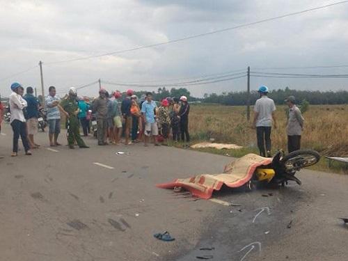 tai nạn giao thông ngày 20/12: Học sinh lớp 2 bị xe tải cán tử vong trên đường đi học về