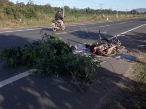 tai nạn giao thông nghiêm trọng ngày 21/12: Xe 4 chỗ bẹp dúm, tài xế tử vong