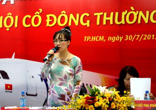 nu-ty-phu-usd--ba-chu-hang-vietjet-an-van-thoi-trang-nhu-the-nao